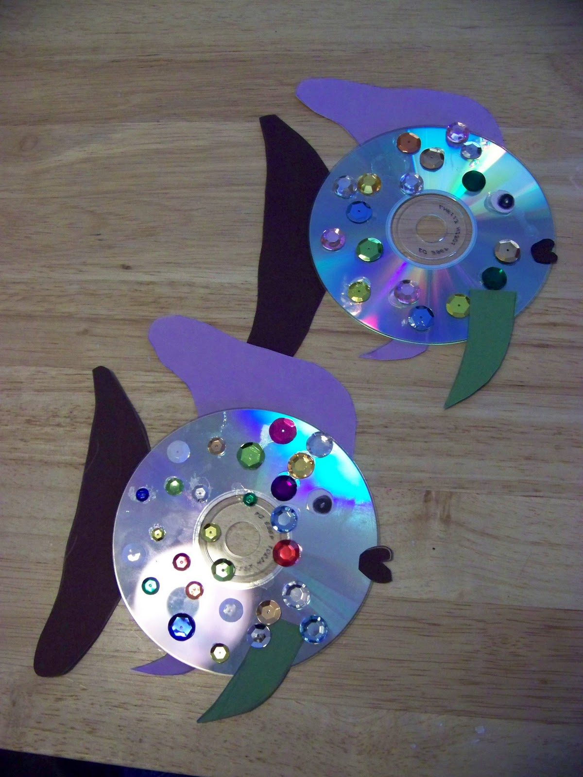 Chipper Recycle Crafts: From Old CD to Rainbow Fish! | Let's Go ...