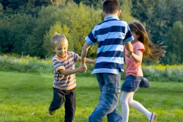 kids_dancing_outdoors_H